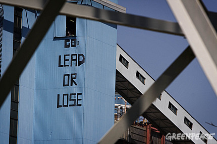 greenpeace-paints-g8-lead-or-lose