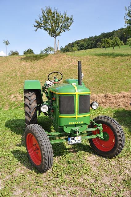 tractor-545776_640.thumb.jpg.401add60673
