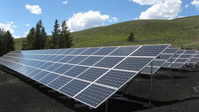 solar-panel-array-1591350_640.jpg