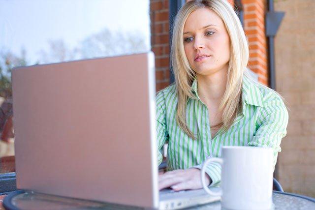woman-cafe-laptop-640px.jpg