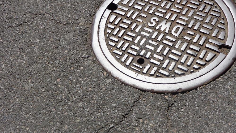 manhole-1200923_1280.jpg